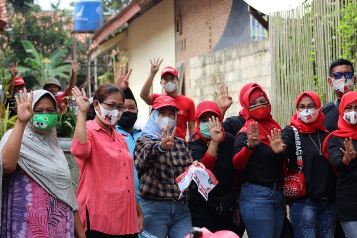 Akhiri Kampanye Kirab, Anna-Fritz Jalan Kaki di Dua Kelurahan