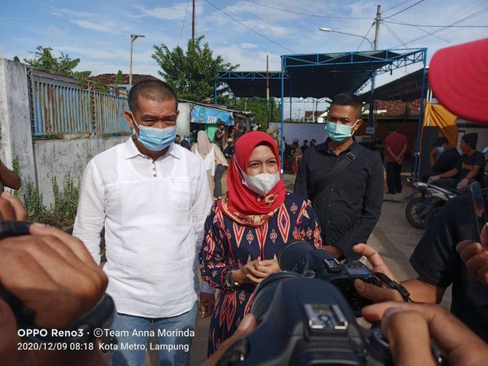 Salurkan Suaranya, Anna Imbau Masyarakat Tetap Patuhi Protkol Kesehatan Saat Mencoblos