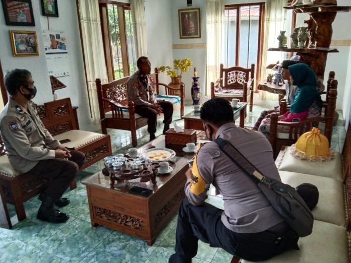 Kapolsek Galsel Kunjungi Tokoh Adat Galesong