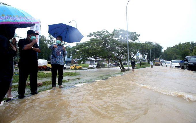 Hujan Deras di Batam Menyebabkan Banjir Dimana-mana