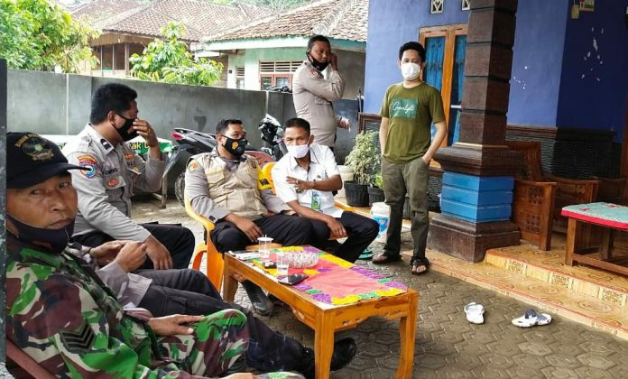 Ratusan Rumah Tergenang, Polsek Pugung Dampingi Bupati Kunjungi Kecamatan Bulok