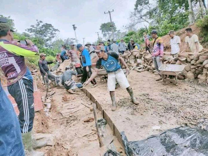 Masarakat Desa Gendot Bergotong Royong Semanggat