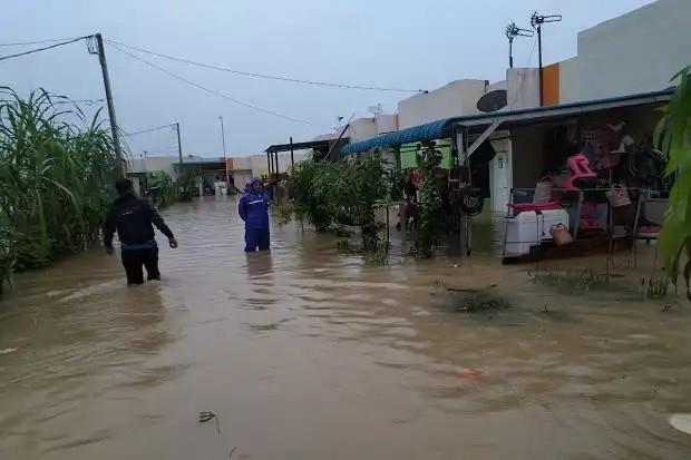 Hujan deras kemarin malam berapa rumah di batam terendam banjir