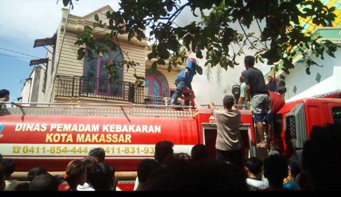 Sijago Merah Lalap Dua Unit Rumah di Cambayya