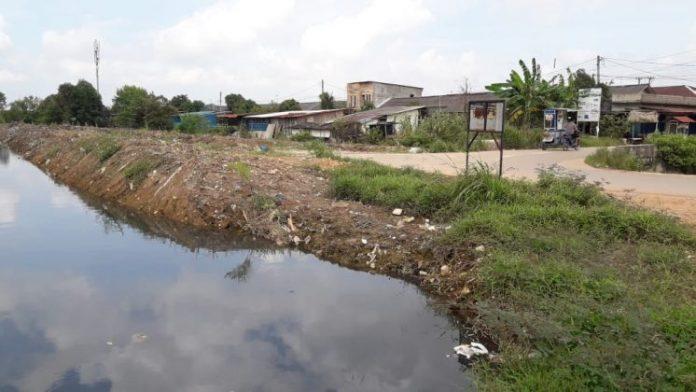 Berapa Hari ini Hujan turun mengakibatkan sungai langkai meluap