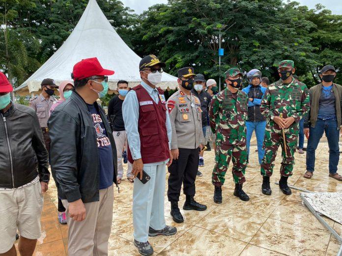 Kapolda Sulsel Bersama Gubernur Sulsel dan Pangdam XIV Hasanuddin Tinjau Langsung Pasca Gempa Di Sulawesi Barat