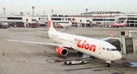 Cuaca buruk pesawat lion air JT-684 mendarat di Hang nadim batam