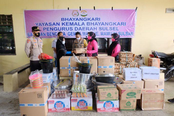 Peduli Sesama, Ketua Bhayangkari Sulsel Salurkan Bantuan Di Sulbar