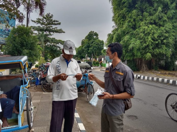 Serikat Media Siber Indonesia (SMSI) Kota Metro, Jum'at Berkah Bagi Masker