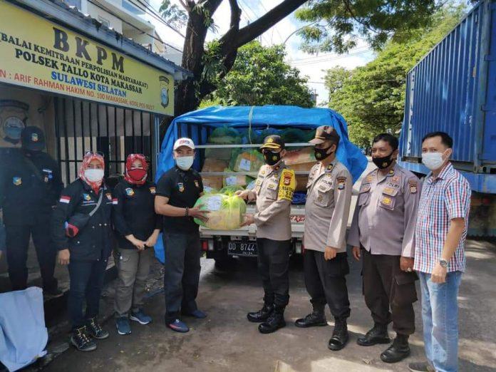 Kapolsek Tallo Serahkan Bantuan Secara Simbolis ke Ketua FKPM Untuk Korban Gempa Sulbar