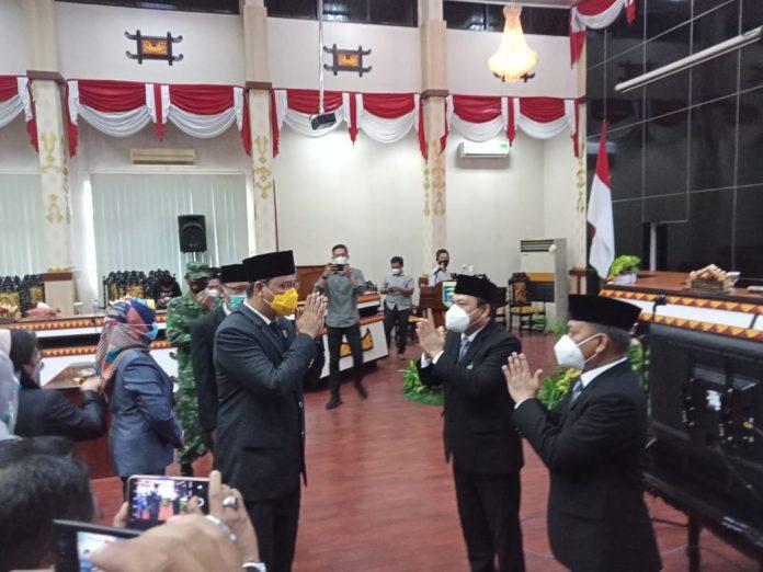 Ketua DPRD Tondi MG Nasution memimpin Rapat Paripurna