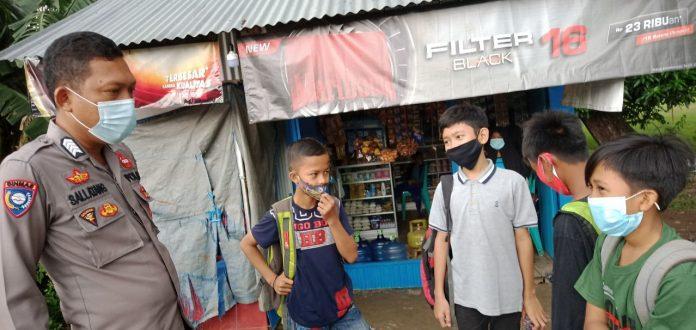 Cegah Kenakalan Remaja, Bhabinkamtibmas Patani Sambangi Remaja Yang Lagi Kumpul