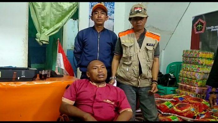 Peduli Sulbar, Bendahara IKPEMA Kembali Lagi Serahkan Bantuan Secara Simbolis Kepada Ketua TIM BONGKAR