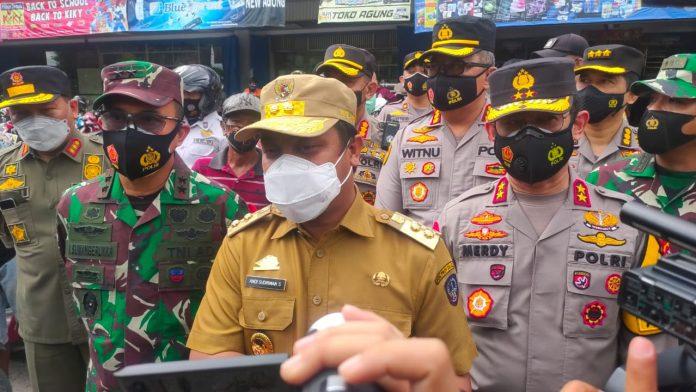 Kapolda Sulsel bersama Gubernur dan Pangdam XIV Sidak Protokol Kesehatan Masyarakat Kota Makassar