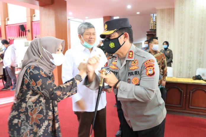 Kapolda Sulsel Hadiri Serah Terima Bantuan Damkar dan Ambulance dari Kementerian Dalam Negeri RI Kepada Pemerintah Prov. Sulsel