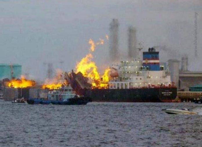 Kebakaran Kapal di Dermaga BC Tanjung Nguncang
