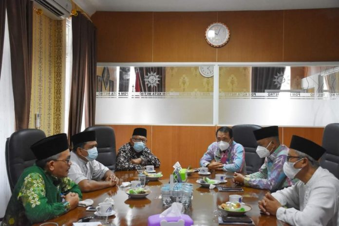 Walikota Beserta Wakil Walikota Metro Lampung Melakukan Kunjungan Silahturahmi di Kantor PDM