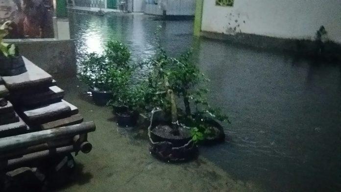 Akibat Hujan Warga Hadimulyo, Jadi Pangganan Air Luapan Tresier