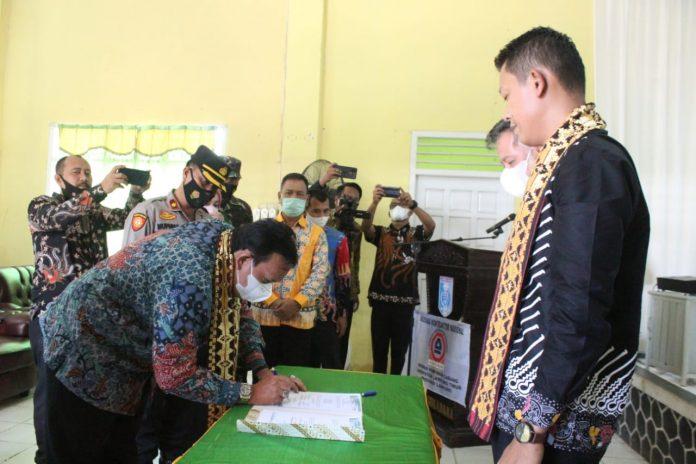 Azwar Hadi Memberi Sambutan dalam acara Pelantikan DPC Asosiasi Kontraktor Nasional (ASKONAS