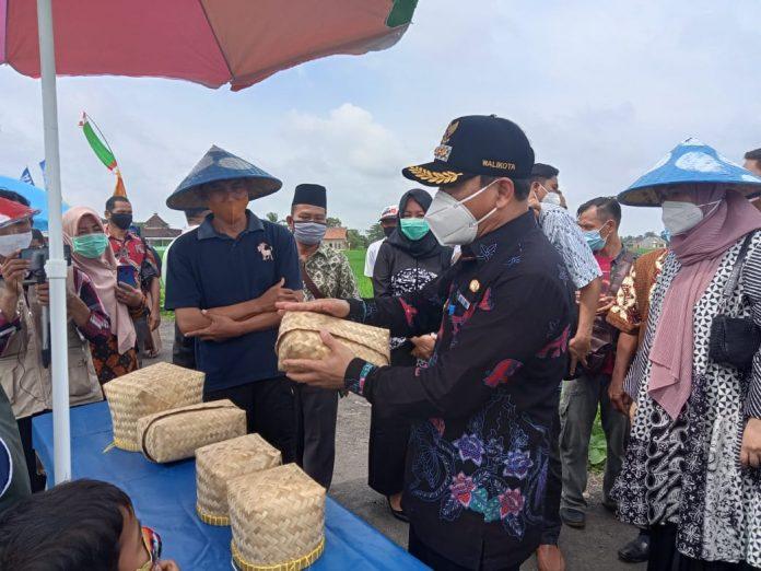 Wakil Dan Wakil Walikota Metro Meresmikan Pasar Tradisional