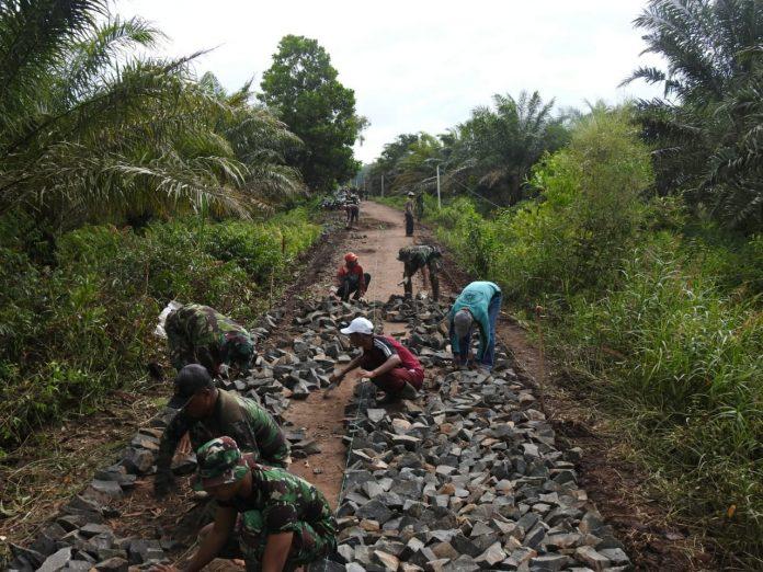 Kodim 0429/Lamtim terus mengoptimalkan pengerjaan jalan penghubung sepanjang 4000M