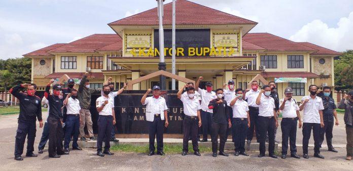 Puluhan Satpam Geruduk Kantor Bupati Lampung Timur