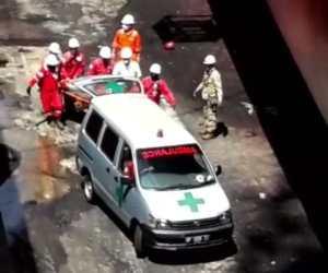 pekerja galangan kapal ASL shipyer tanjung uncang tewas terjatuh dari kapal tanker