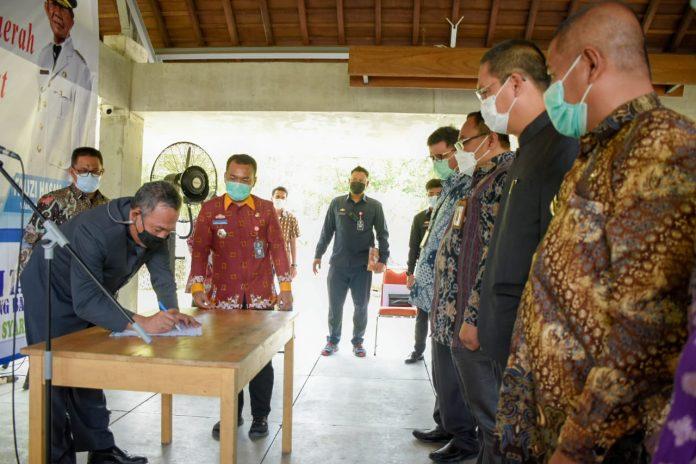 Bupati Tubaba Umar Ahmad, SP, Mengukuhkan Tim Percepatan Akses Keuangan Daerah (TPAKD)