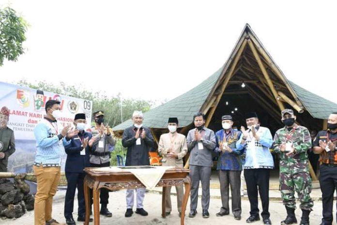 Umar Ahmad.SP Menghadiri Kegiatan Peringatan Hari Pers Nasional (HPN) 2021 di PWI Tubaba Serta Pemberian Anugrah Tijindarbumi
