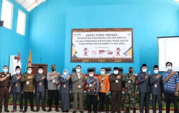 KPU Menetapkan Agus Istiqlal-Zulqoini Menjadi Bupati dan Wakil Bupati Pesisir Barat