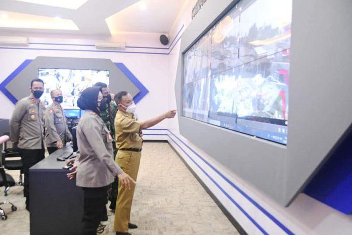 Wakil Walikota dan Kapolres Metro Hadiri Lauching Aplikasi SIM Nasional Presisi Di Aula Polres Metro