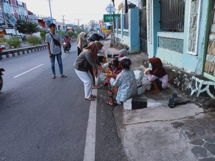Program Bagi Takjil dan Nasi Kotak Pada Masyarakat disetiap Hari Jum'at