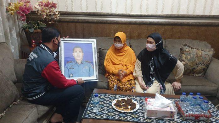 Bentuk Sinergi dan Solidaritas TNI-Polri, Kabid Humas Polda Lampung Kunjungi Orang-tua Komandan KRI Nanggala-402