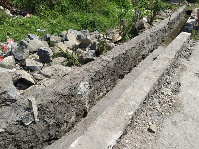 Diduga Proyek SilumanPembangunan Saluran Drainase di Gg. Perintis Pekon Kampung Jawa