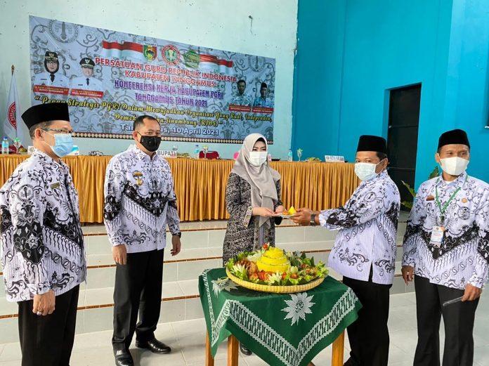 Dewi Handajani Menghadiri Sekaligus Membuka KONFERKAB PGRI Tanggamus Tahun 2021