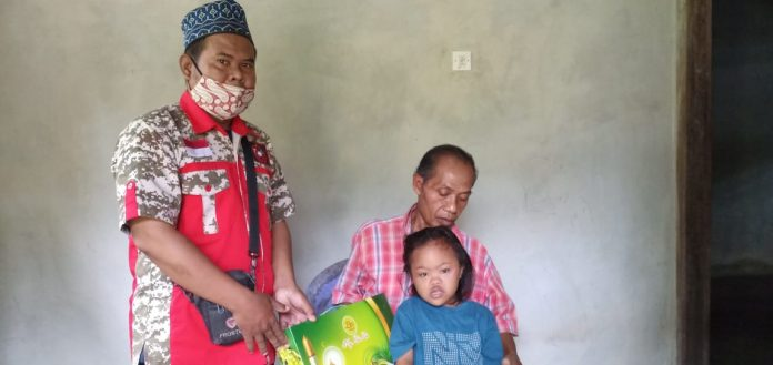 Ormas GML Tanggamus Kembali Memyalurkan Bingkisan Lebaran Berupa Sembako ke Anak Yatim