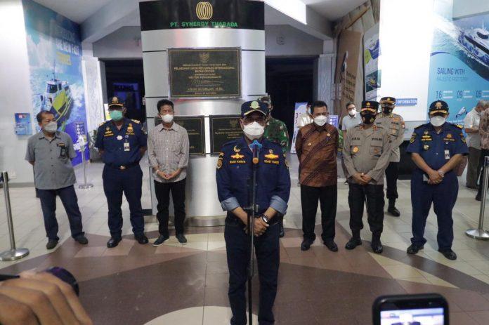Kapolda Kepri Dampingi Menteri Perhubungan Tinjau Arus Penumpang Luar Negeri