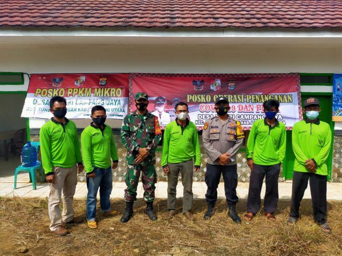 Kepala Desa Negeri Campang Jaya bagikan Ambal ke Masjid