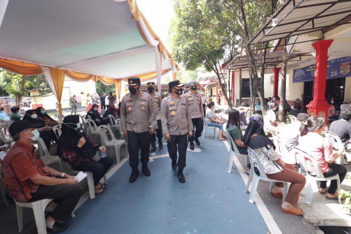Kapolda Kepri tinjau posko PPKM, Wilayah Zona Merah di Kota Batam dan Vaksinasi Masal di Polresta Barelang