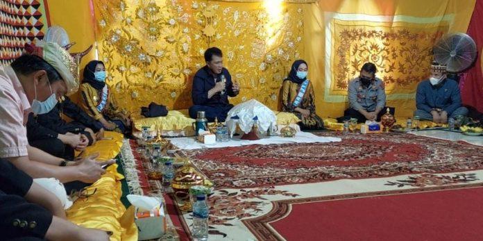 Kapolres Tanggamus Silaturahmi dengan Para Tokoh Adat di Pekon Karang Agung