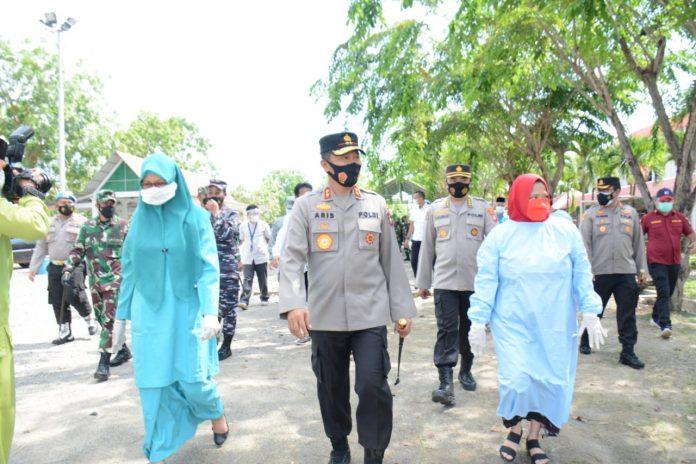 Kapolda Kepri Bersama Ketua DPRD Provinsi Kepri Dan Pimpinan TNI Wilayah Kepri Meninjau Posko PPKM Dan Lokasi Karantina Di Kota Batam