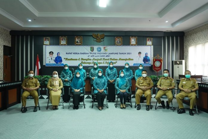 Ketua TP-PKK Tubaba Hj. Kornelia Umar SH, MH Menghadiri Rapat Kerja Daerah TP-PKK Provinsi Lampung Tahun 2021