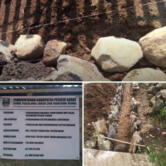Proyek Pembangunan Drainase Way Balak Pekon Rawas, Menuai Pertanyaan Warga
