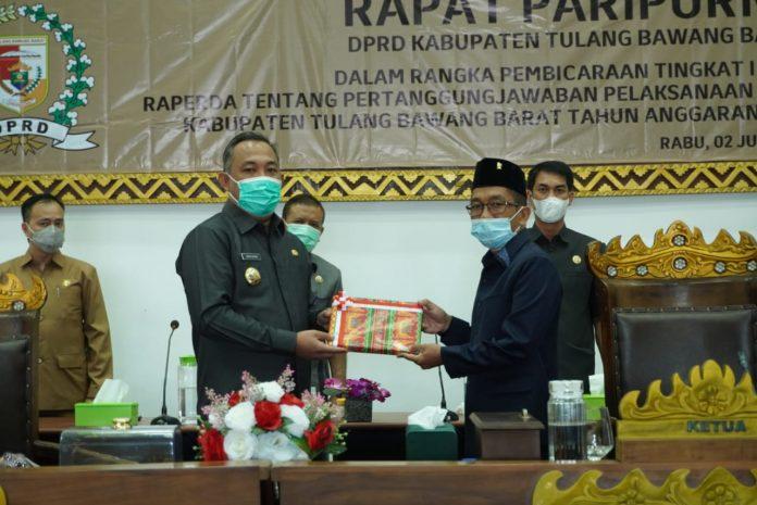 Bupati Tubaba Umar Ahmad SP, Hadiri Rapat Paripurna DPRD Tentang Penyamapaian Penanggung Jawaban APBD TA 2020