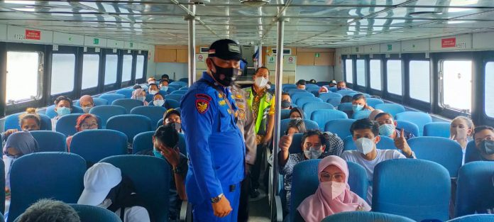 Ditpolairud Polda Kepri Beri Himbauan untuk Mematuhi Protokol Kesehatan di Pelabuhan Batam