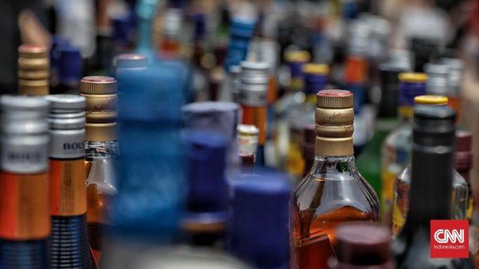 Bea Cukai Batam Musnahkan Ribuan Minuman Alkohol dan Rokok Ilegal