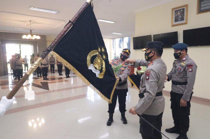 Irjen Pol. Dr. Aris Budiman, M.Si., Pimpin Upacara Pencucian Pataka Polda Kepri