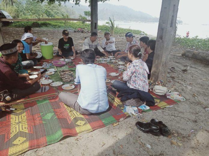 Forum wartawan Propisional Indonesia (FW PRO-1 )Pilih Lokasi Tepi Pantai Badak untuk diskusi