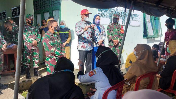 Bupati Lampung Barat Parosil Mabsus tinjau kegiatan Vaksinasi covid 19