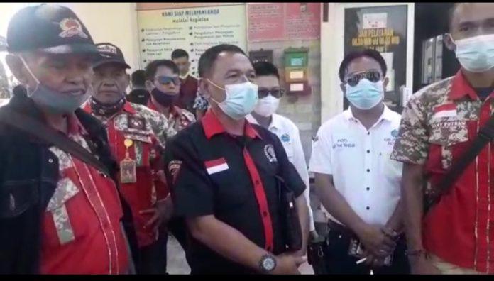 Menindak lanjuti Laporan Andi Saputra,Puluhan Wartawan,LSM dan Ormas Merangsek ke Polres Lampura.